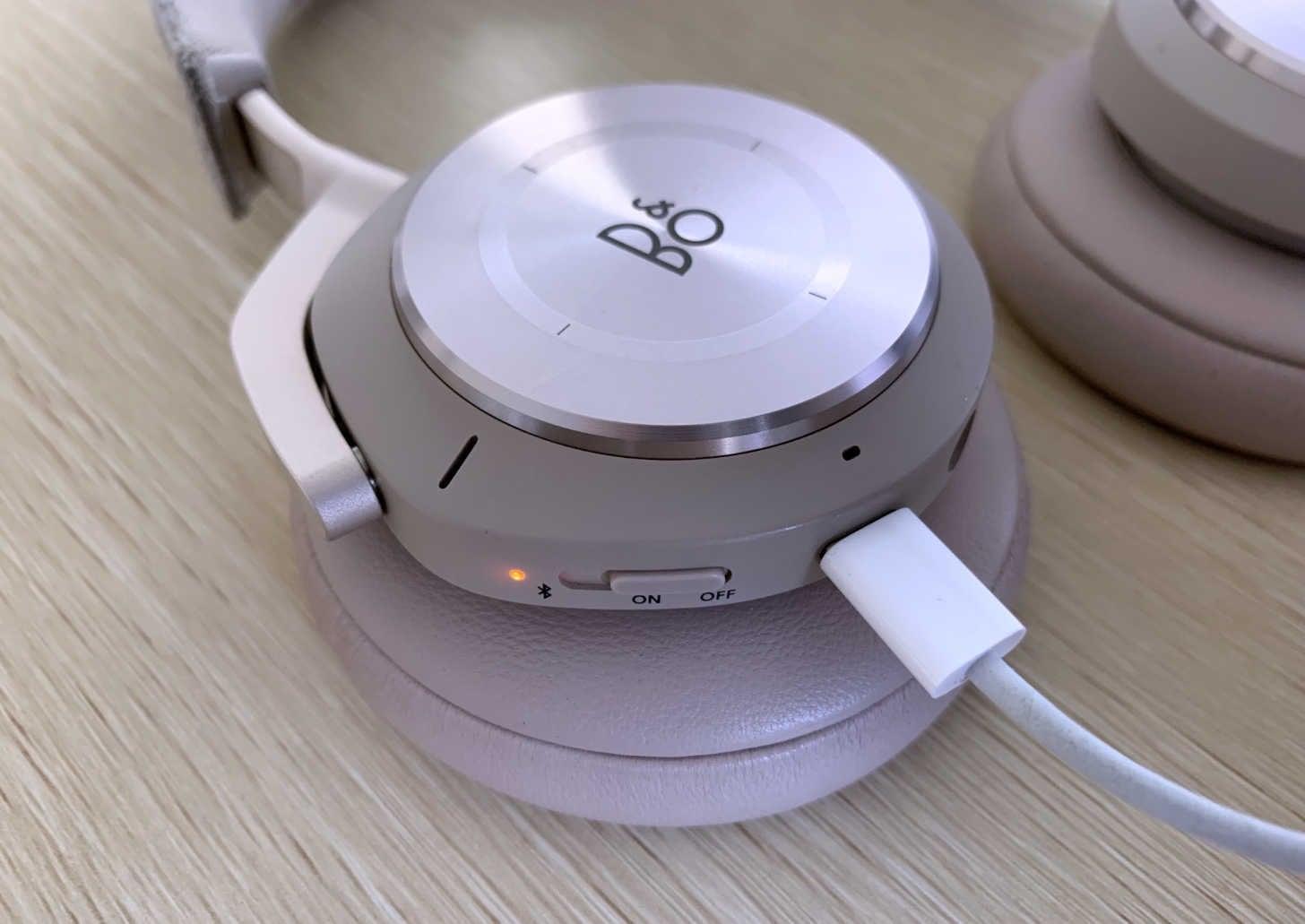 充電端子はUSB TYPE-C